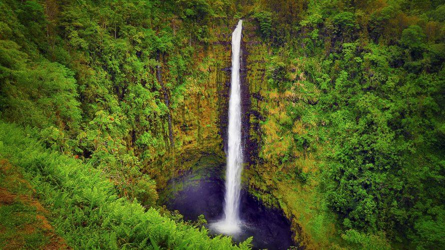 HawaiiIslandWaterfall-889x500